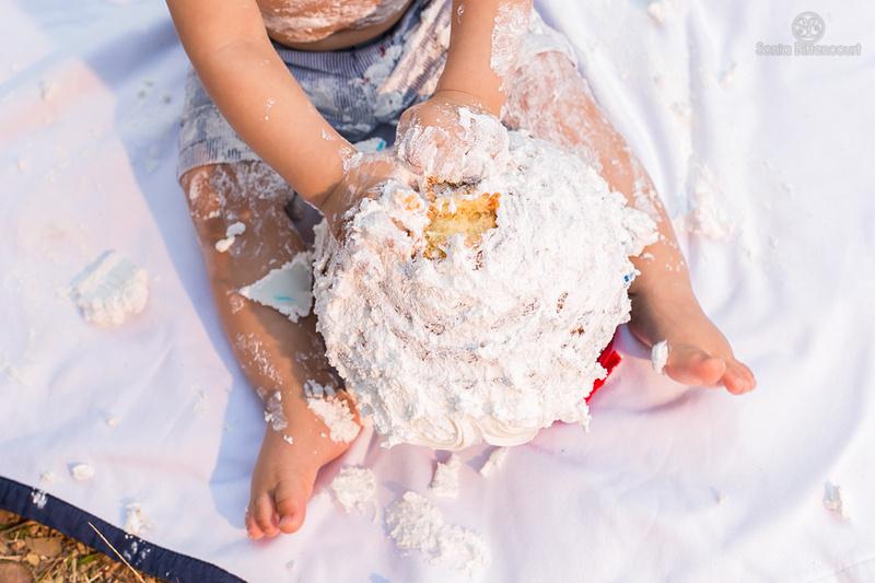 Smash the cake - fotografia de Bebê se sujando com um bolo