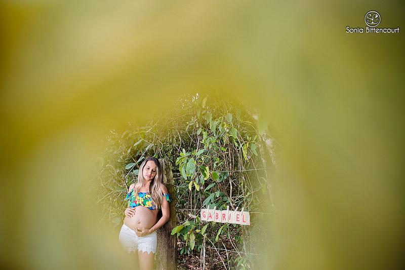 Fotografia de gestante no bicame de pedra